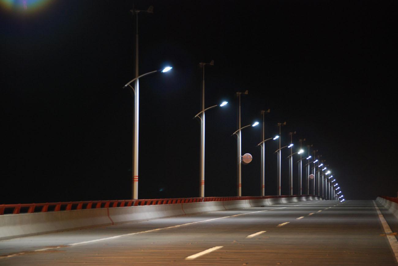 Gadelamper med og uden solceller