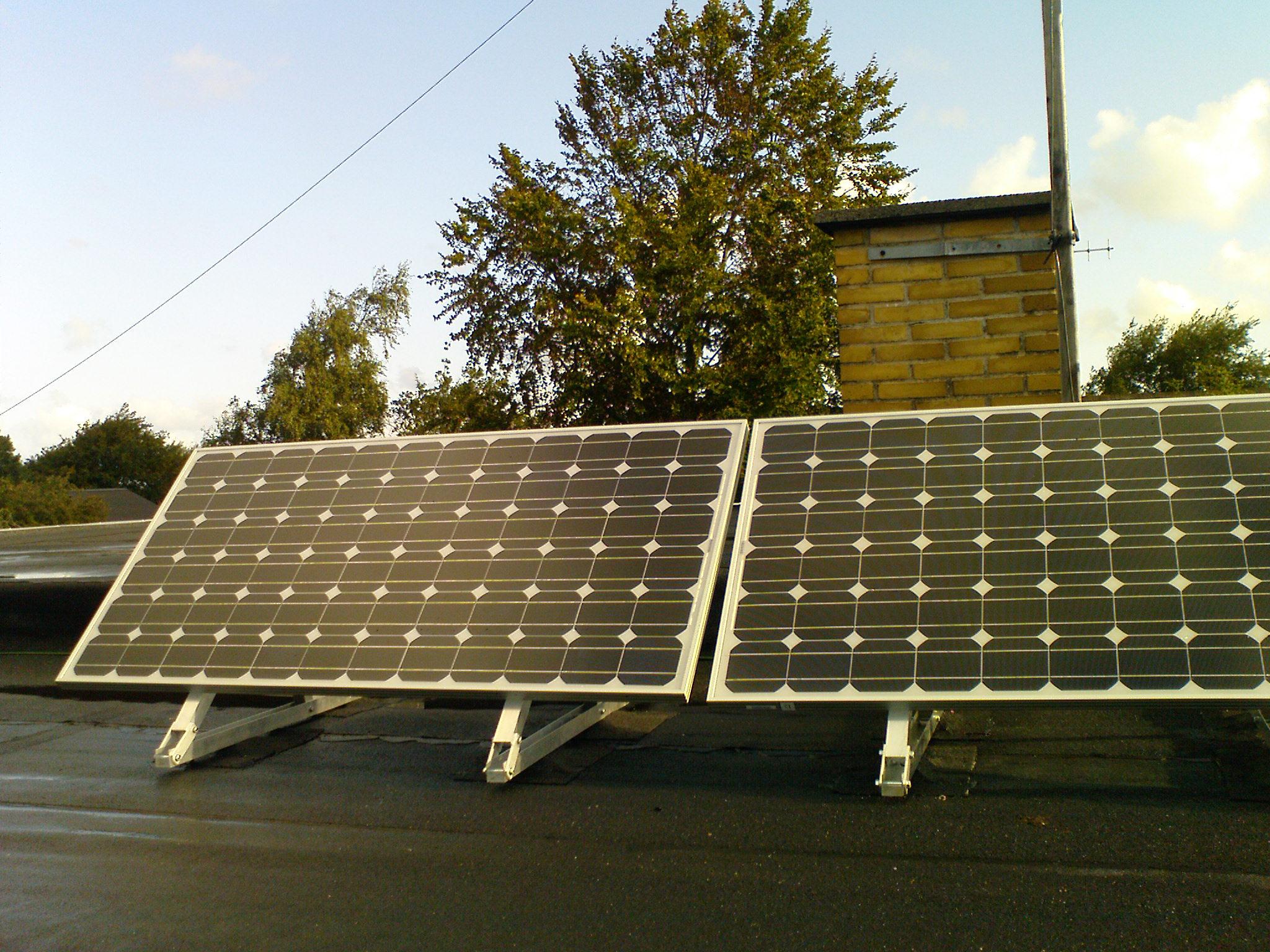 Billige solcelleanlæg op til 300W med eller uden batteri til kolonihavehus, sommerhus, hytte